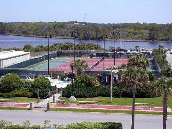 Pinnacle Port Vacation Rentals: The tennis court
