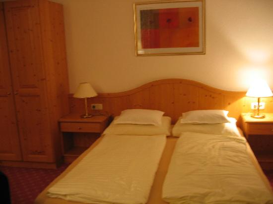 Hotel Kertess: Picture of our room 302