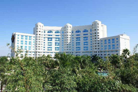 Seminole Hard Rock Hotel Hollywood : L'hôtel vu du parking sur le toit