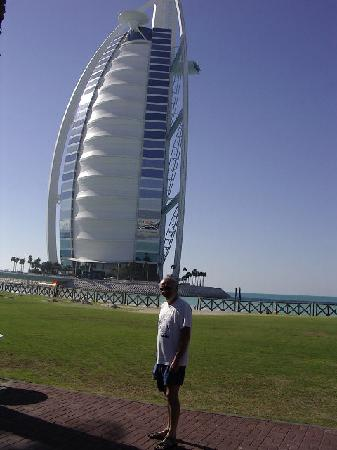 Jumeirah Beach Hotel: visit the Burj just for the sake of it