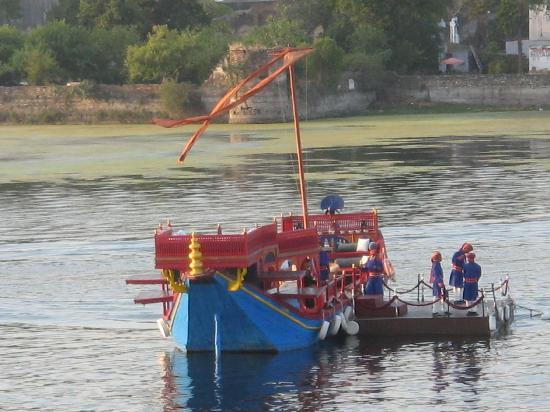 Taj Lake Palace Udaipur: the octopussy boat