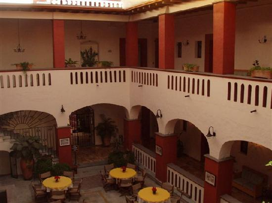 Foto de hotel casa antigua oaxaca casa antigua balcony for Hotel casa de los azulejos tripadvisor