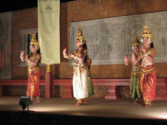 Raffles Grand Hotel d'Angkor: Cambodian dance performance