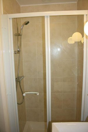Birchleigh Guest House: Power showers - a must for any accomodation