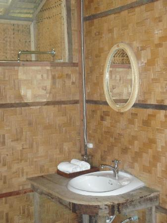 Lisu Lodge: Bathroom