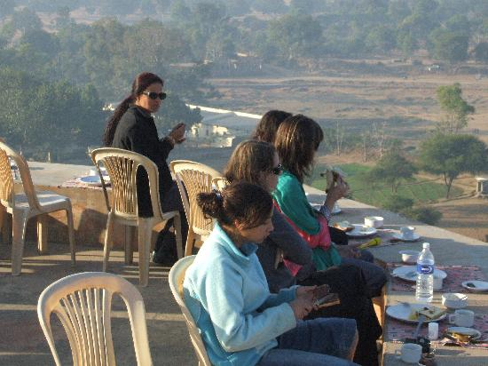 Bassi, India: Breakfast on the roof