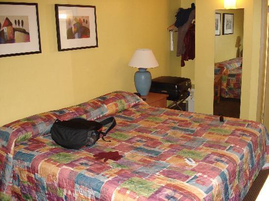Travelodge San Francisco Central: King Bed, small room
