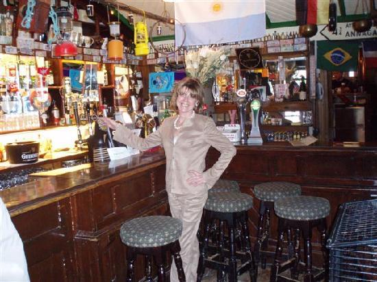 The Glyde Inn: me at the bar, Glyde inn