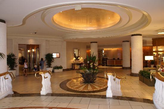 le salon d 39 entr e dans le hall de l 39 h tel picture of loews miami beach hotel miami beach. Black Bedroom Furniture Sets. Home Design Ideas