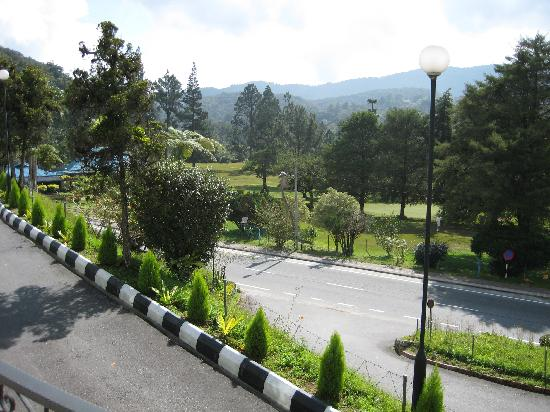 Cameron Highlands Resort: Looking down to the road