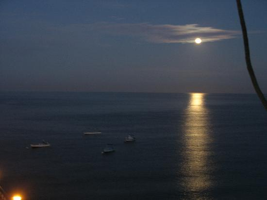 San Marino Hotel: Moon on water