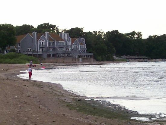 Port Clinton, Огайо: The beach and condos @ Gem Beach