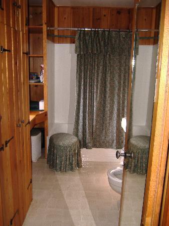 Braeside Cabin: bathroom