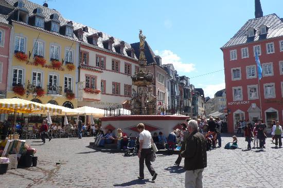 Hotel Eurener Hof: market square in Trier