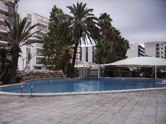 Hotel Alhambra: Pool area