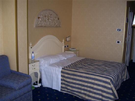 Hotel Terme Helvetia: Letto