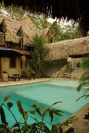 Tranquilseas Eco Lodge and Dive Center: swimming pool
