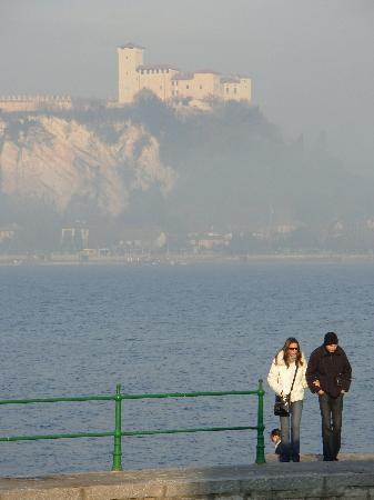 Hotel Spagna: Lake Maggiore (with fog)