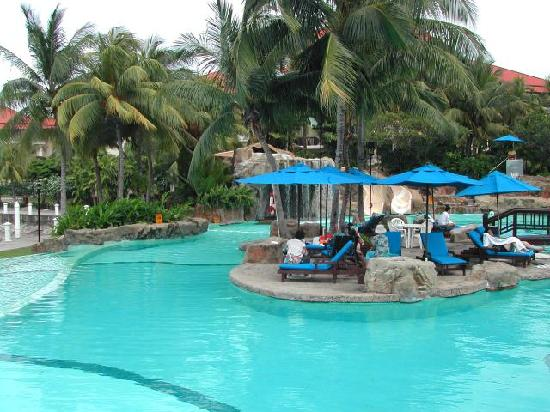 Sutera Harbour Resort (The Pacific Sutera & The Magellan Sutera): country club pool