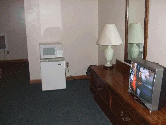 Centennial Motel: Room - View 2
