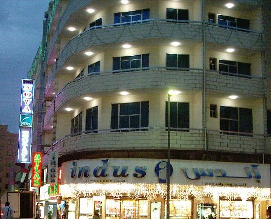 Dubai Nova Hotel: Geschäfte und Gastronomie vor Ort