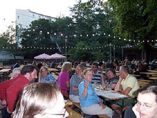 Hotel Kastanienhof : The beer garden nearby