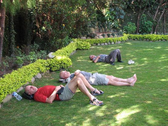 Hotel Harati: Sieste dans la pelouse
