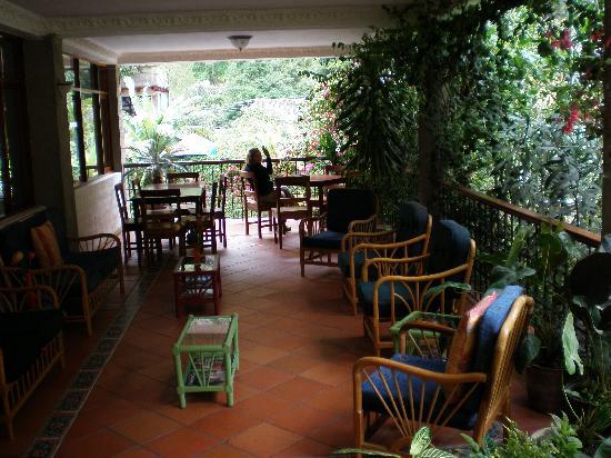 Volcano Hotel: Veranda