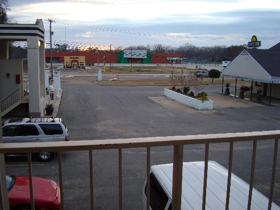 Days Inn Natchez: The view of the highway