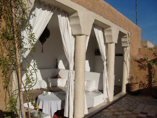 Riad Tizwa: Lounge Area - Terrace