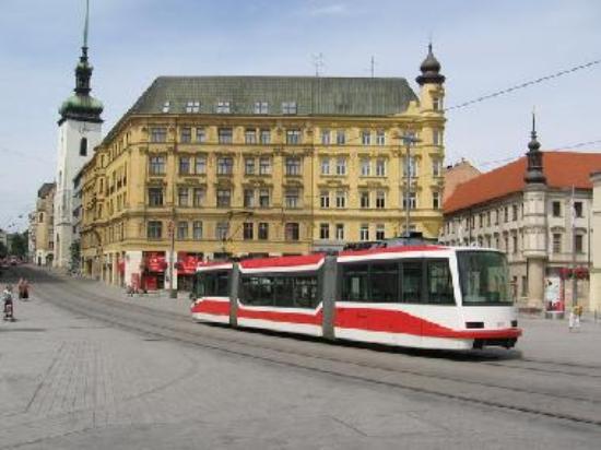Tram line 4 in Náměstí Svobody.