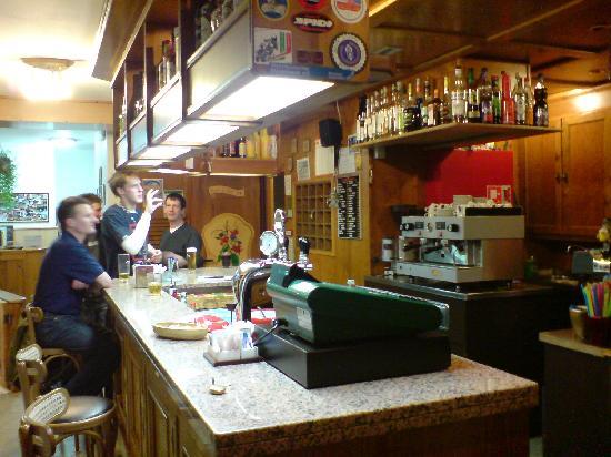 Hotel Alpi: Bar Area