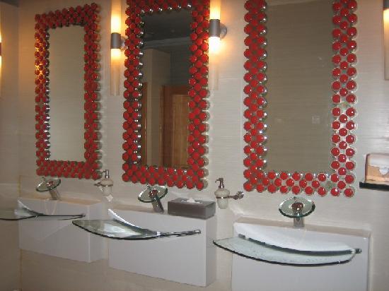Iberostar Grand Hotel Paraiso: Ladies room sinks