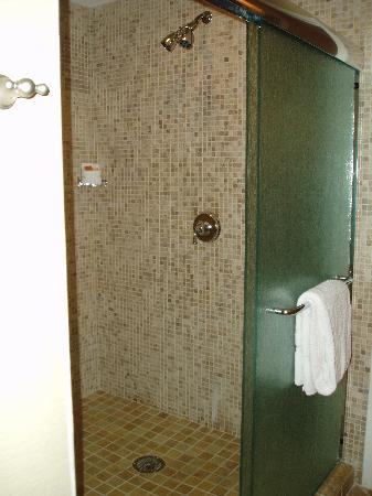 Four Winds Casino: Double shower heads