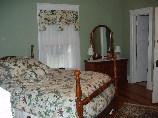 Goose Creek Farm Bed and Breakfast: Our Queen Room