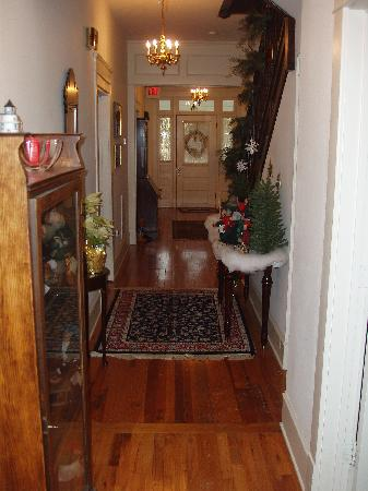 Goose Creek Farm Bed and Breakfast : Downstairs Hall/Entry