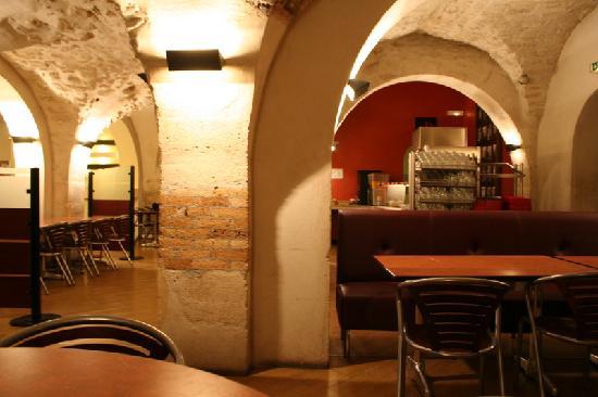 Auberge de Jeunesse MIJE  Fourcy: breakfast room