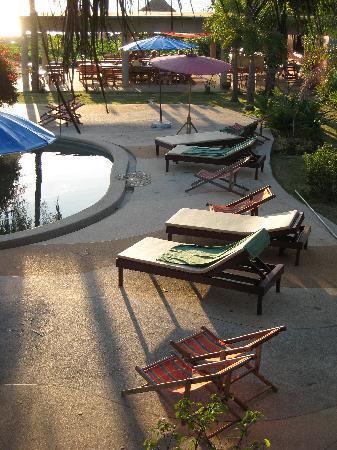 Lanta Darawadee Hotel: View from room lanai, over pool toward dining deck