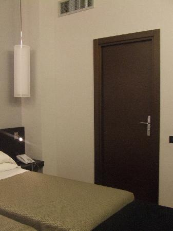 Hotel Re di Roma: The room - different view