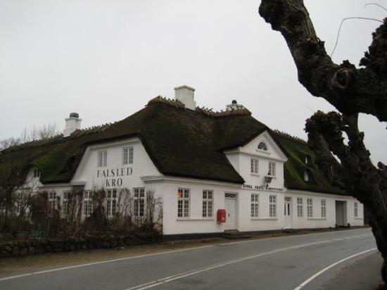 Millinge, Denmark: Falsled Kro Entrance and Dining