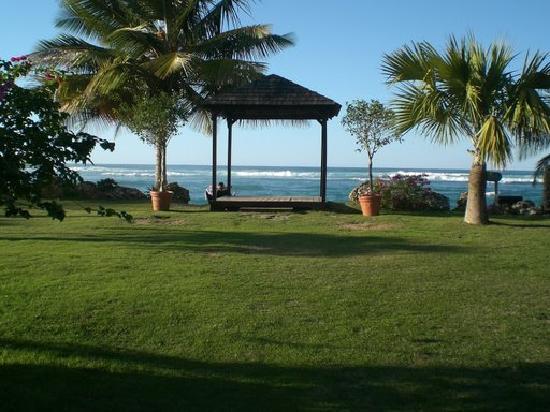 Villa Montana Beach Resort: Wedding Gazebo