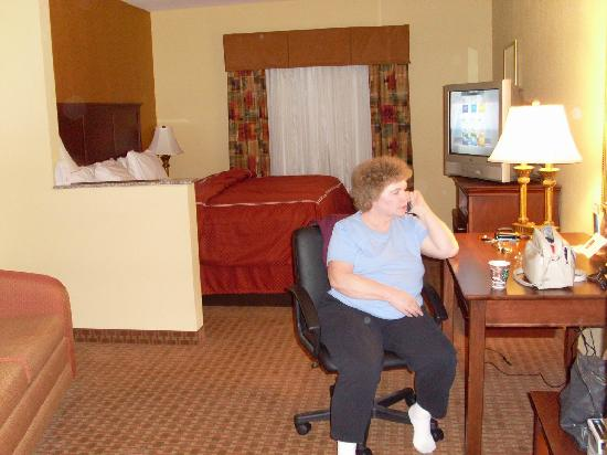 Comfort Suites Ocala: Relaxing in the hotel room