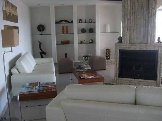 فيلا أفريكانا جيست سويتس: Wohnzimmer der Villa Afrikana