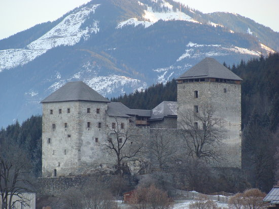 Kaprun, Autriche : view of castle