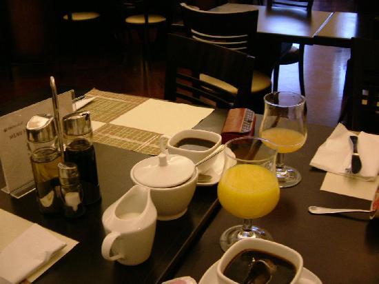 Brovaria : breakfast table