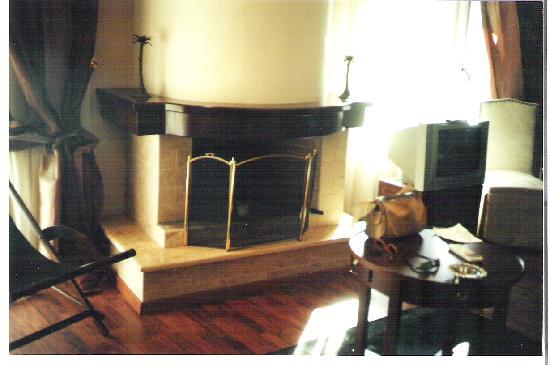 Litochoro, Grecja: the fire place in junior suite in mediterranean hotel litohoro