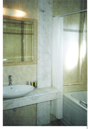 Litochoro, Grecja: bathroom with jacuzzi bathtub in olympus mediterranean hotel litohoro