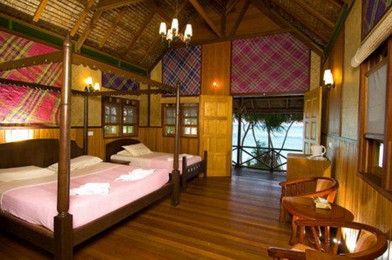 Lankayan Island Dive Resort: Chalet Inside2