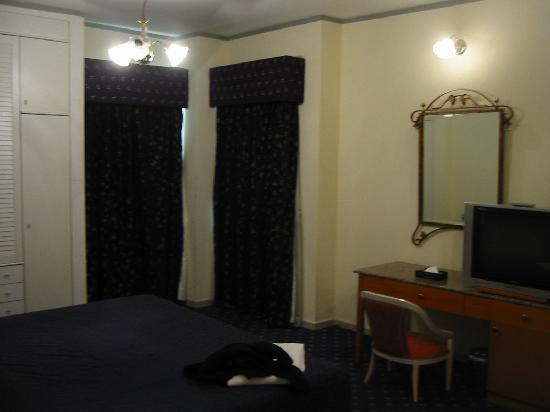 Ramee Guestline Deira Hotel: other room example