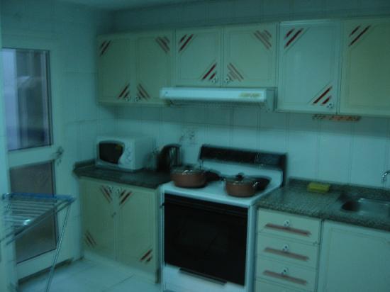 Ramee Guestline Deira Hotel : kitchen